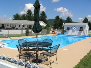 amenities - profile deluxe motel pool area